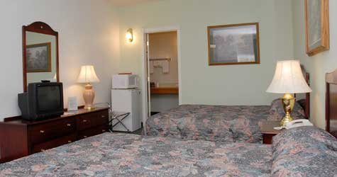 Double Queen Guest Rooms at the Northern Inn